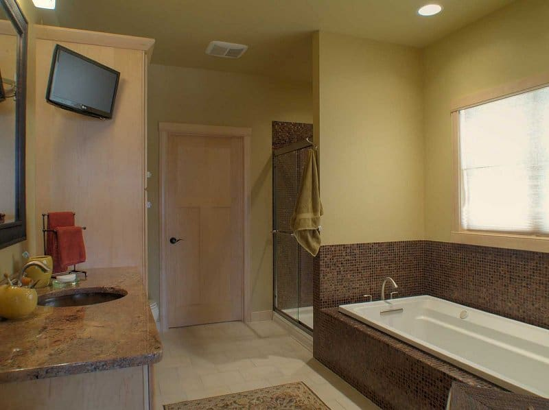 n1953_orchard_valley_drive_mls_hid576847_roommasterbathroom