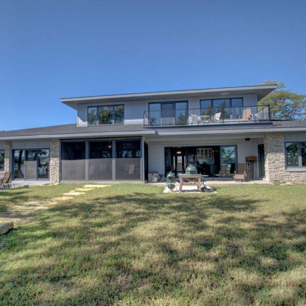 La-Crosse-Custom-Built-River-Home-2018-28